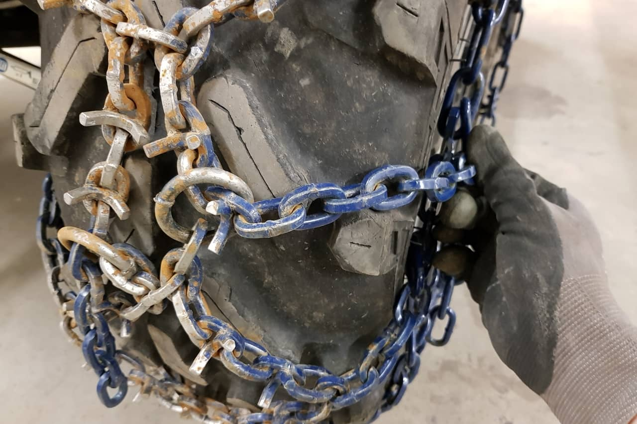 install atv tire chains connect tail ends to side chain