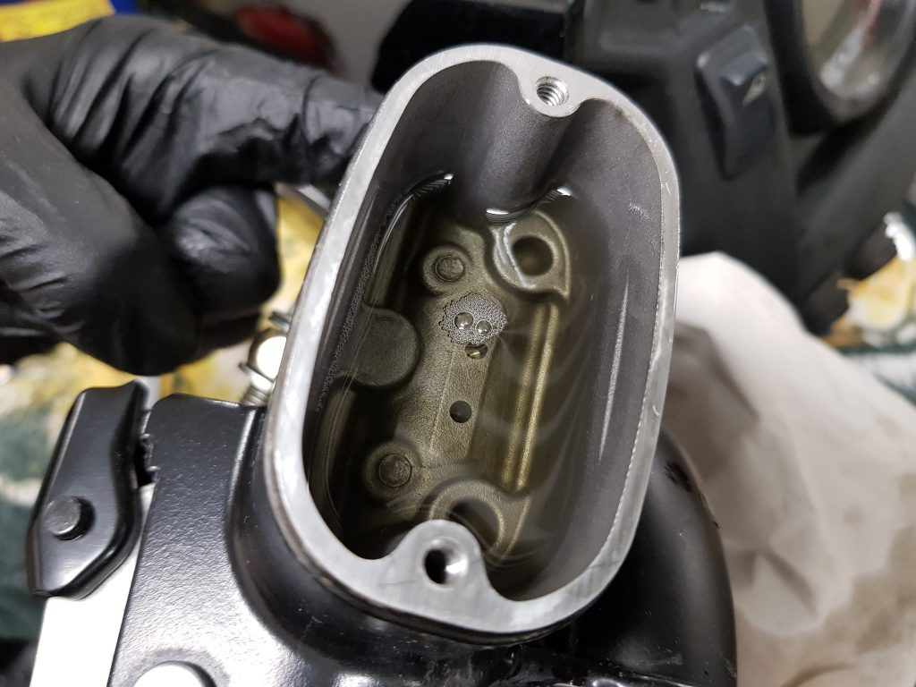 bleed master cylinder air bubbles