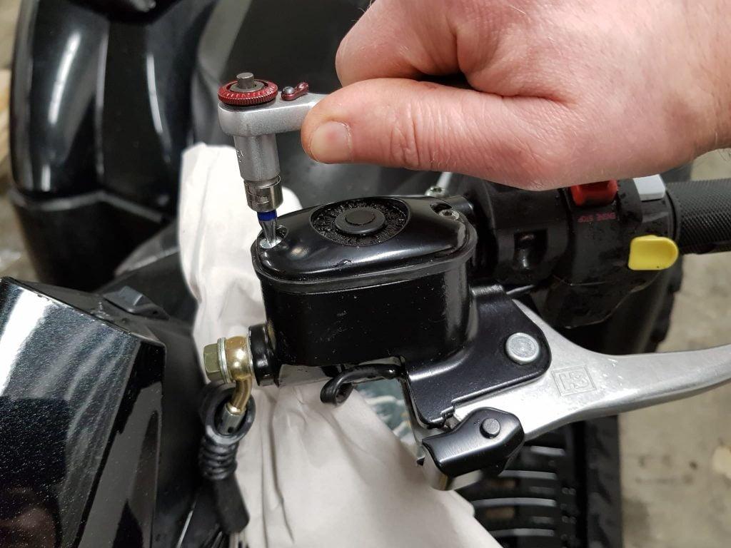 open brake fluid reservoir cover lid atv